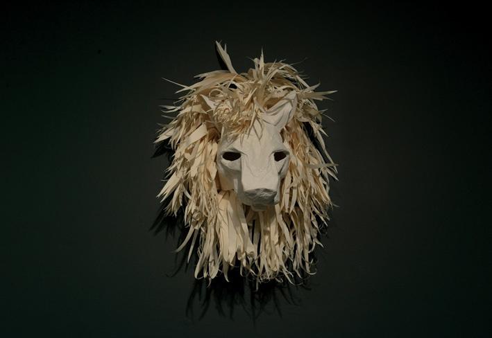 Katia-Kameli, Le lion, carton et papier, 2015.