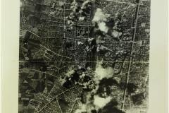Rennes-attaque-aérienne-1943, Anonyme (Photographe), Rennes. Collections du Musée de Bretagne.