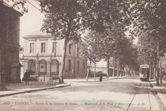 Rennes-entree-de-la-caserne-de-Guines-bd-de-la-Tour-d-Auvergne, Anonyme (Photographe), début 20e siècle, Rennes. Marque du domaine public. Collections du Musée de Bretagne.